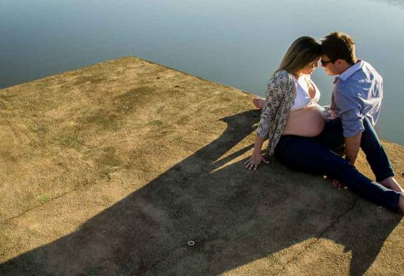 pregnant-couple